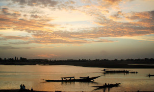 Mali, Fisher boats and ferries on Mopti river / by Ralf Steinberger / CC BY 2.0